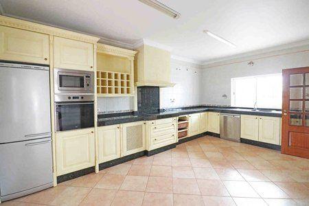 Image 2 4 Bedroom Villa - Central Algarve, Faro (Pv3541)
