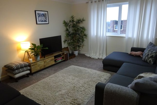 Thumbnail Flat to rent in Kingsway Court, Leeds