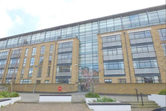 Thumbnail Flat to rent in 2 Point Wharf, Brentford