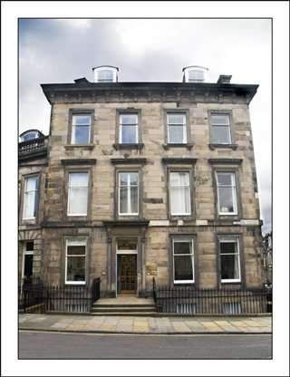 Serviced office to let in Lansdowne Crescent, Edinburgh