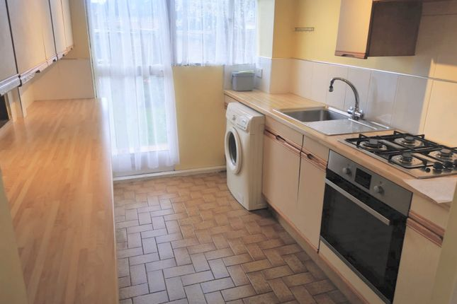 3 bed terraced house to rent in Ardleigh, Basildon, Essex SS16
