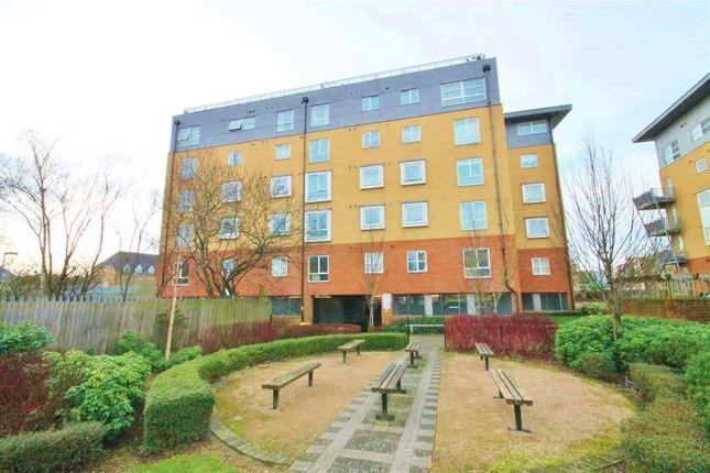 Thumbnail Flat to rent in Station Road, Borehamwood