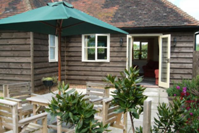 Thumbnail Cottage to rent in Green Lane, Chart Sutton, Maidstone