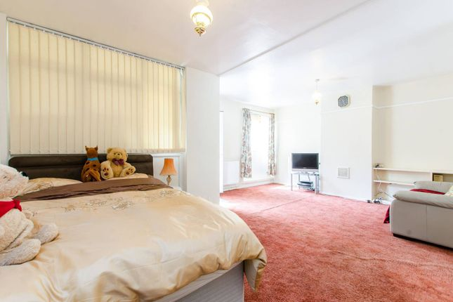 Thumbnail Bungalow to rent in Stepney Green, Stepney