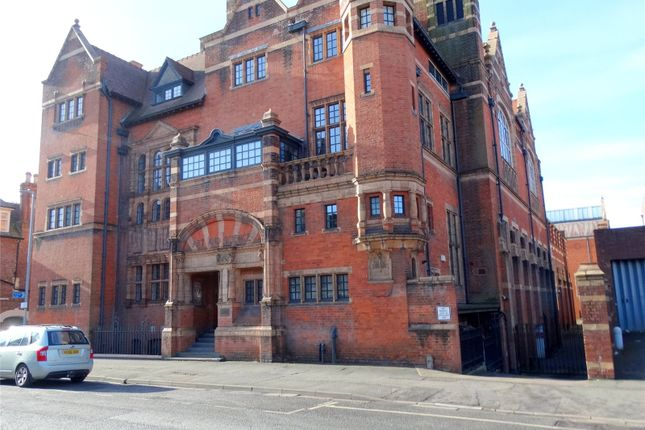 2 bed flat to rent in Victoria Institute, Worcester