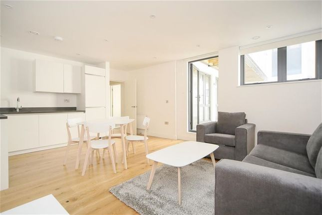 2 bed flat to rent in Tyssen Street, Dalston, London