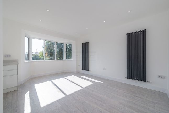 Duplex for sale in The Vale, London