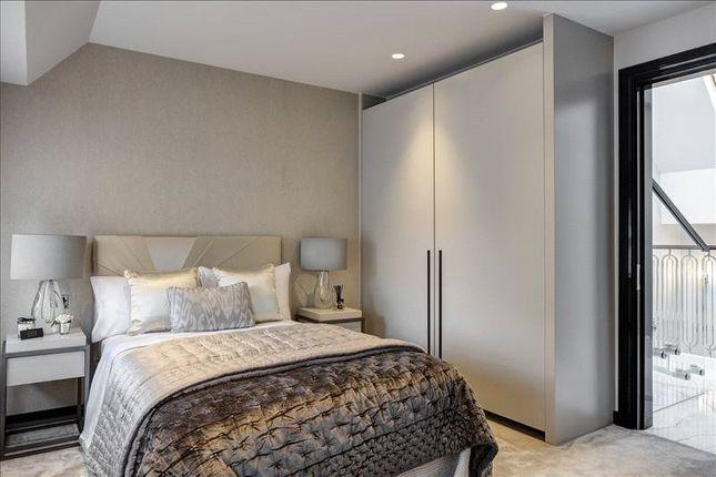 Bedroom of South Street, Mayfair, London W1K