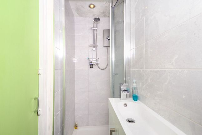 Master En-Suite of Shirley Avenue, Bexley DA5