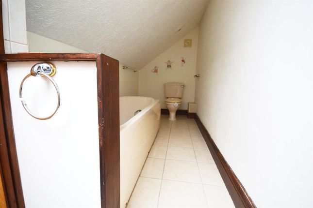 Bathroom of Leonardston Road, Mastlebridge, Milford Haven SA73