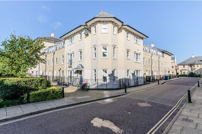 Thumbnail Flat for sale in St. Matthews Gardens, Cambridge