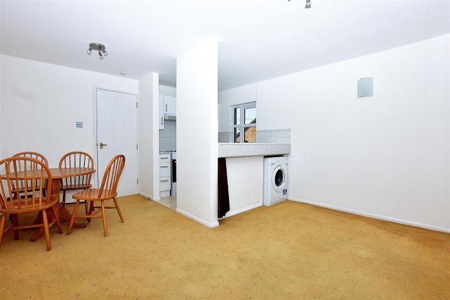 Living Room of Kenwyn Road, Dartford DA1