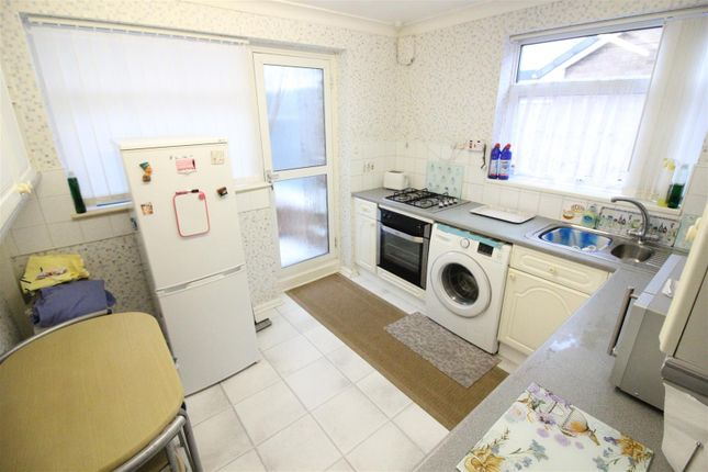 Kitchen of Stanbury Road, Hull HU6