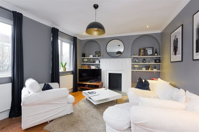 3 bed flat for sale in Walton Road, East Molesey KT8