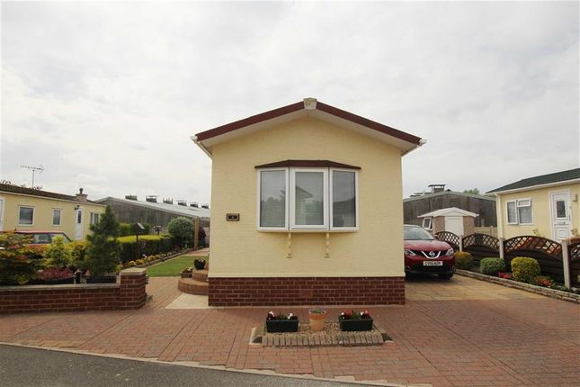 Thumbnail Mobile/park home for sale in Little Paddock, Kinmel Bay, Conwy
