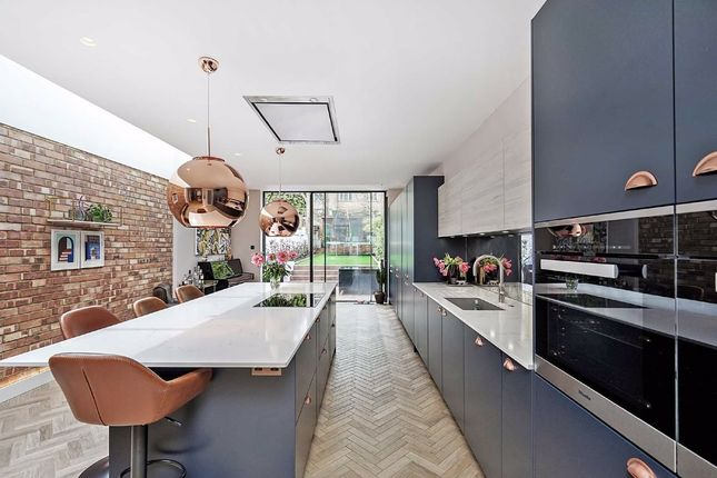 Thumbnail Property for sale in Queens Crescent, London