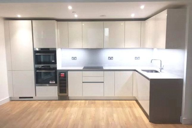 Thumbnail Flat to rent in Gladwin Tower, 50 Wandsworth Road, London