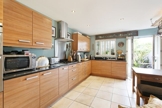 4 Bed Property To Rent In Home Park Road London