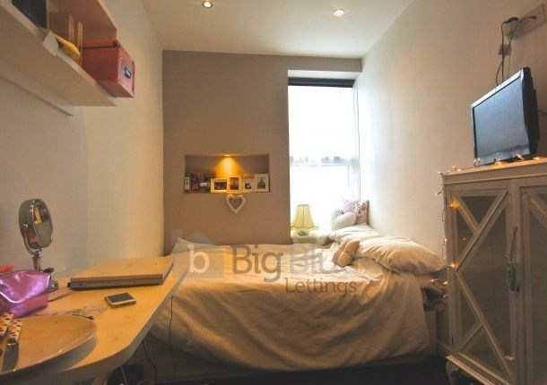 Thumbnail Flat to rent in Chestnut Avenue, Hyde Park, Four Bed, Leeds