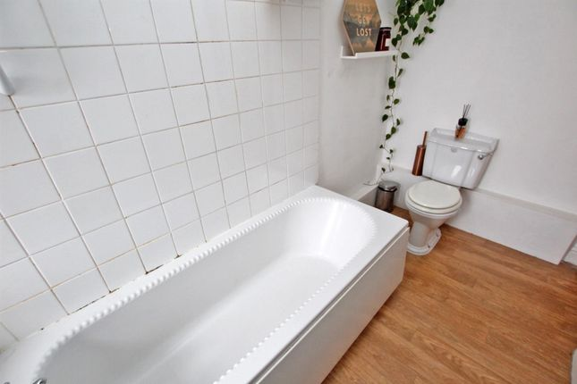 Bathroom of Woodborough Road, Mapperley, Nottingham NG3