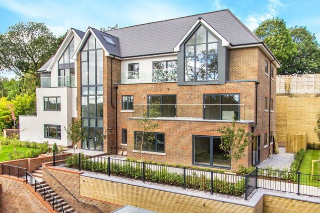 2 bed flat for sale in Church Hill, Caterham CR3