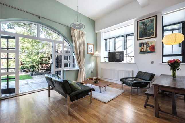 1 bed flat for sale in Montague Road, London