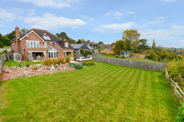 Thumbnail Detached house for sale in Chart Road, Sutton Valence