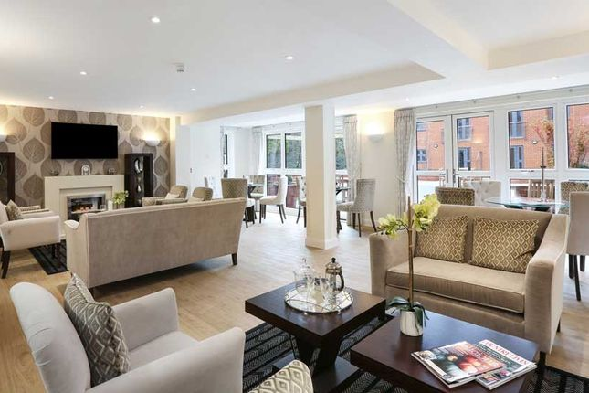 2 bedroom flat for sale in Station Road, Hook