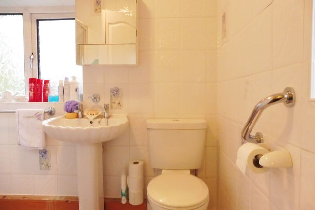 Bathroom of Overdale Road, Wombwell S73