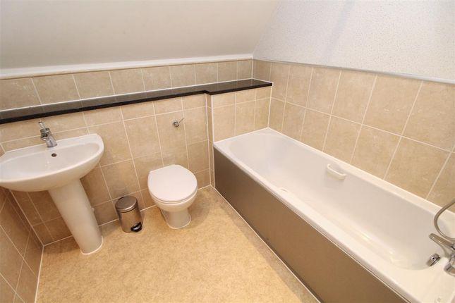 En-Suite of Cambie Crescent, Colchester CO4