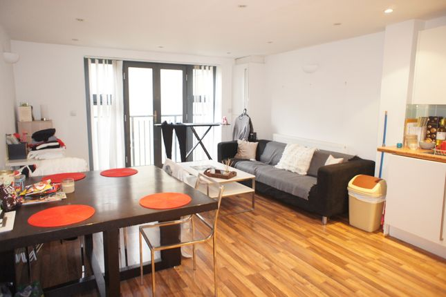 2 bed flat to rent in Chicksand Street, London