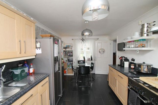 3 bedroom terraced house for sale 45774001 primelocation for Garage beauchamp 95