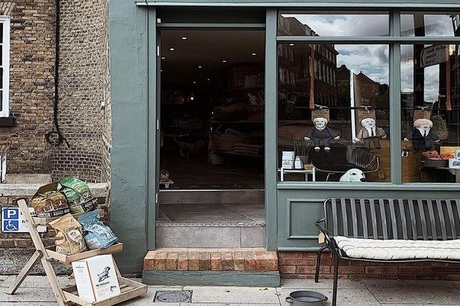 Thumbnail Retail premises for sale in Old Town, London