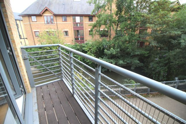 Thumbnail Flat for sale in Woodins Wayc, Oxford