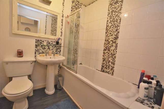 Bathroom of Duke Street, Dennistoun, Glasgow G31