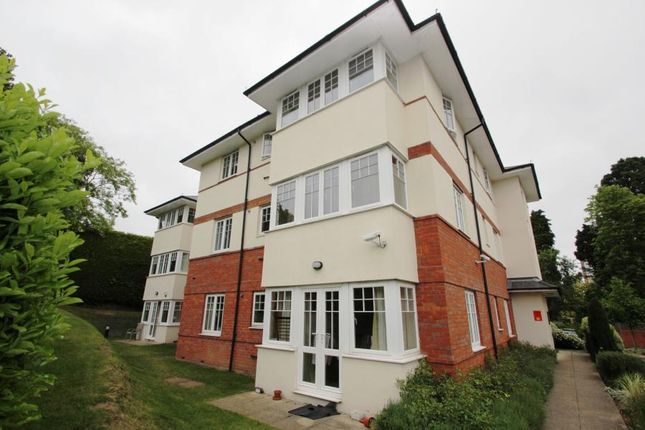 2 bed flat to rent in Brooklyn Road, Woking