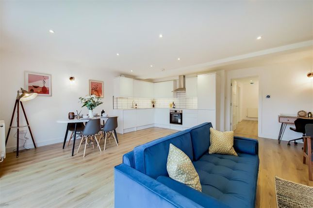 3 bed flat for sale in New Close, London SW19