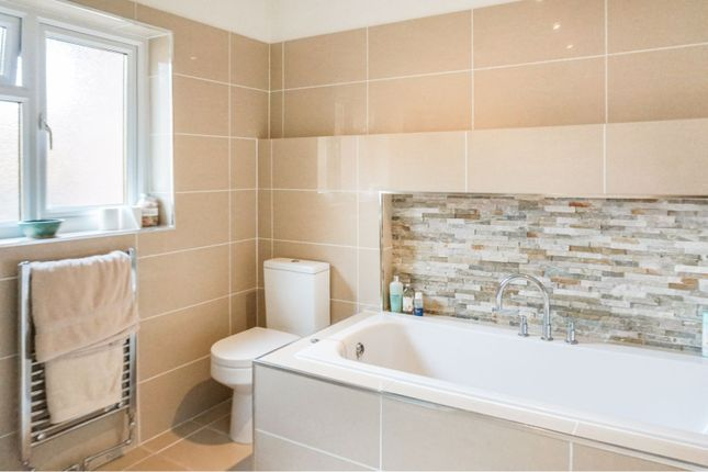 Family Bathroom of Revesby Road, Nottingham NG5