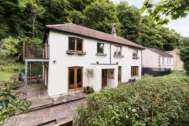 Thumbnail Detached house for sale in Perfect View, Camden, Bath