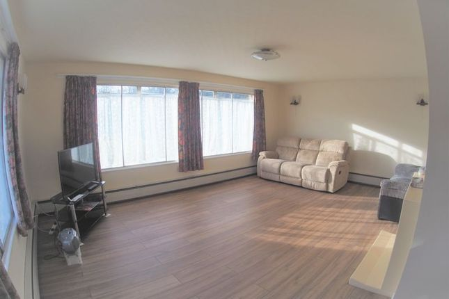 Thumbnail Semi-detached house to rent in Sutton Lane, Langley, Slough