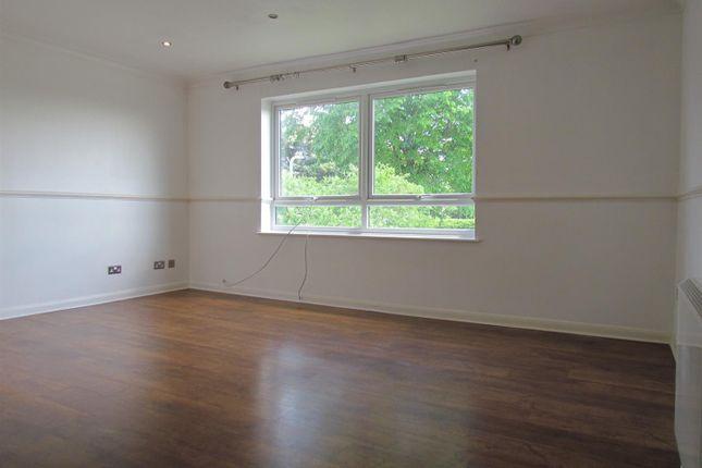Thumbnail Flat to rent in Essex Road, Chadwell Heath, Romford