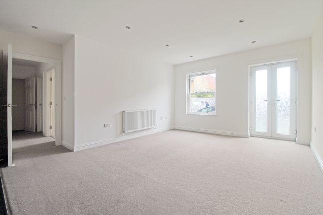 2 bed flat to rent in Wrotham Court, Gravesend, Kent DA11