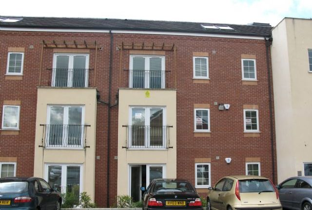 2 bed flat to rent in 5 Windermere Court, Leigh, Wigan