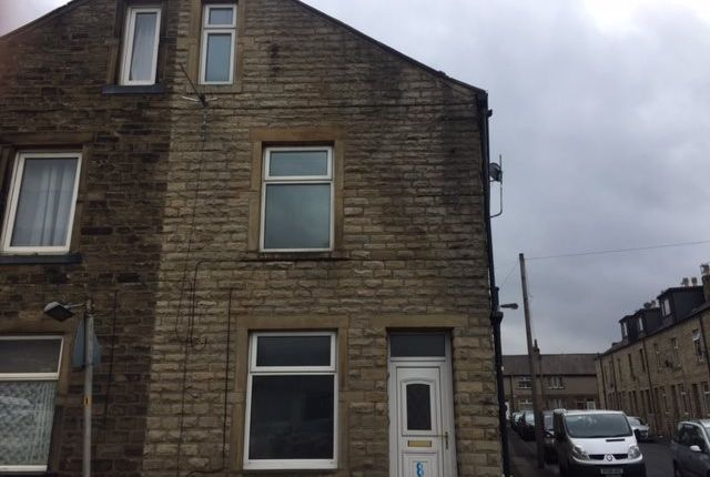 2 bed terraced house to rent in Hard Ings Road, Keighley
