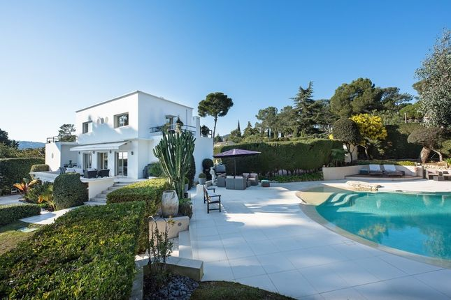 Villa for sale in Antibes, French Riviera, France
