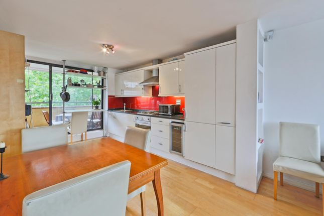 2 bed flat to rent in Falcon Point, Hopton Street, South Bank