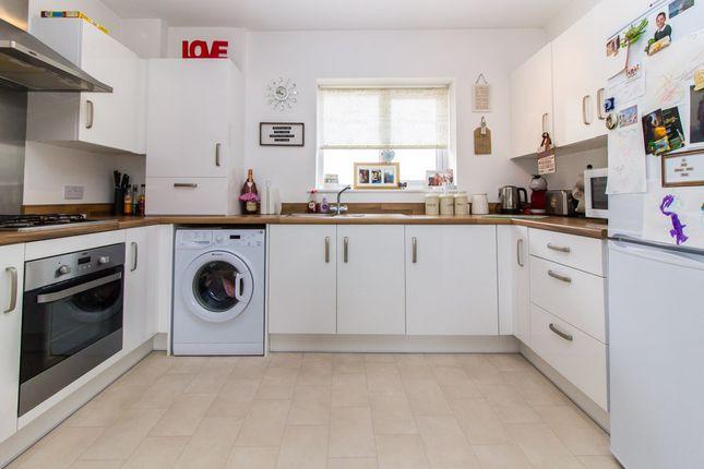 Thumbnail Flat for sale in Warwick Crescent, Basildon