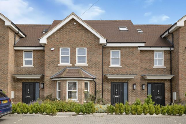 Thumbnail Property for sale in Luton Road, Harpenden