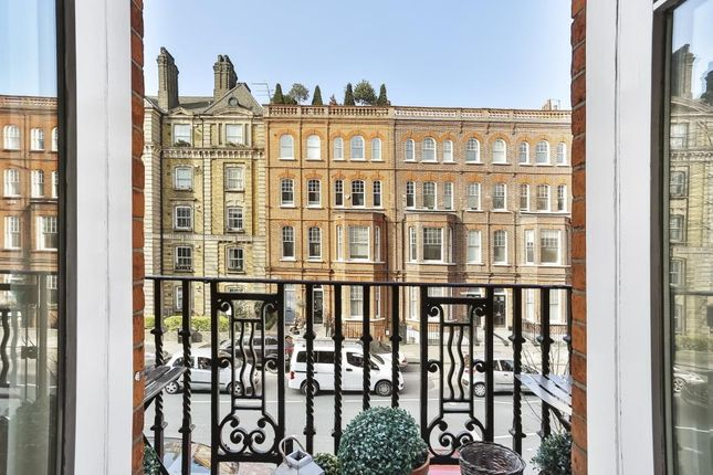 Thumbnail Flat for sale in Oakley Street, London