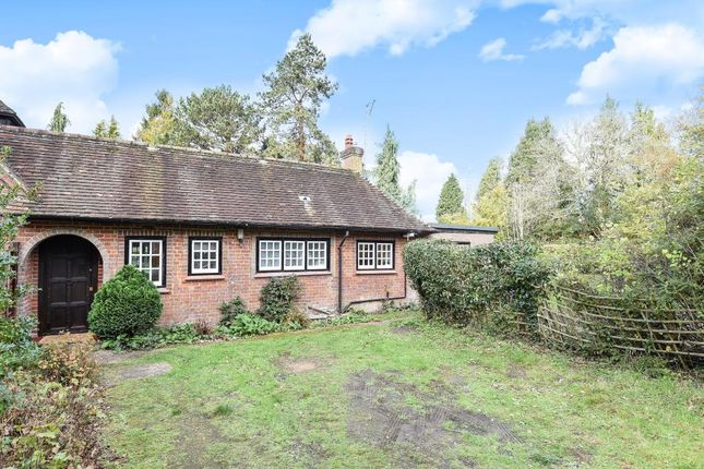 Thumbnail Bungalow to rent in Long Park, Amersham